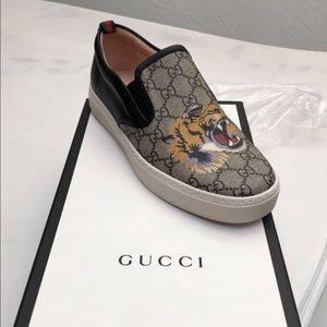 GG Supreme tiger slip-on size Gucci 9